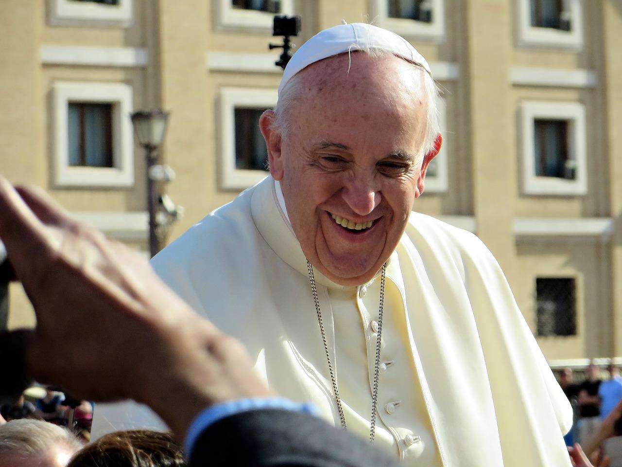 Papież Franciszek cichym mediatorem