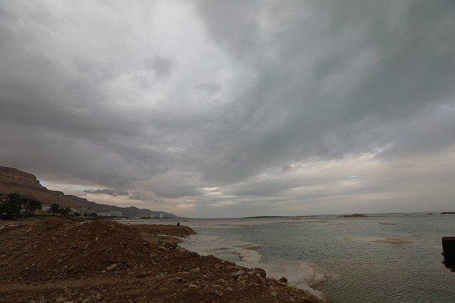 ciemny burzowy krajobraz