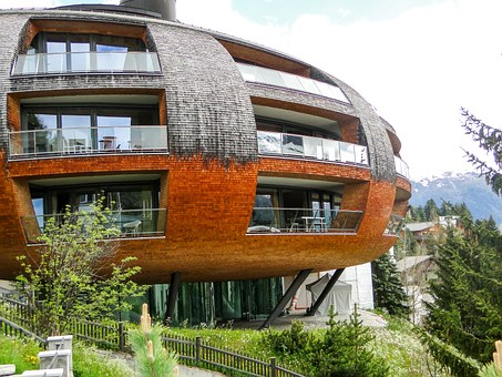 bardzo nietypowa bryła ekskluzywnego budynku