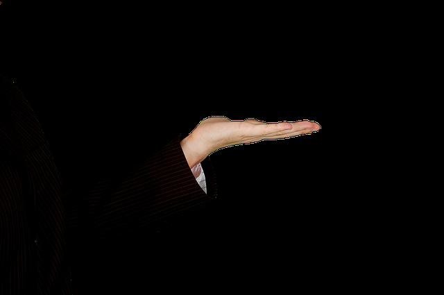 wyciągnięta ręka, widać kawałek garnituru