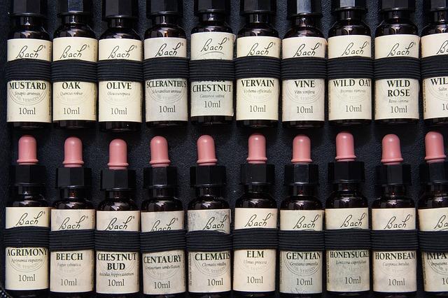 seria różnych buteleczek z różną zawartością